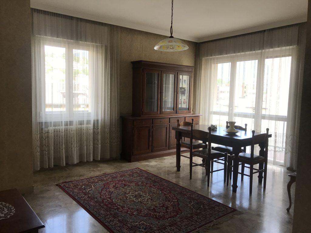 Vendesi appartamento in via lavisotto for Vendesi appartamento